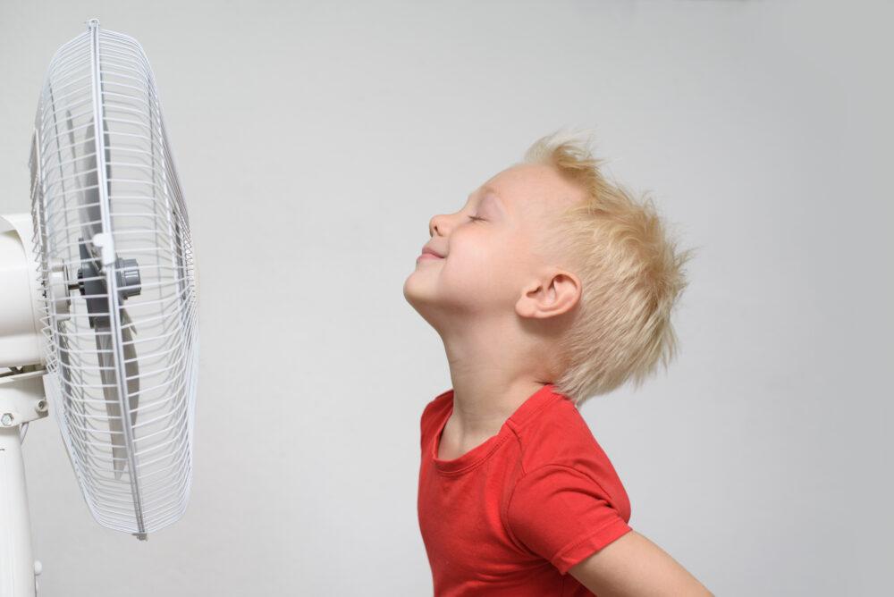 扇風機と子ども