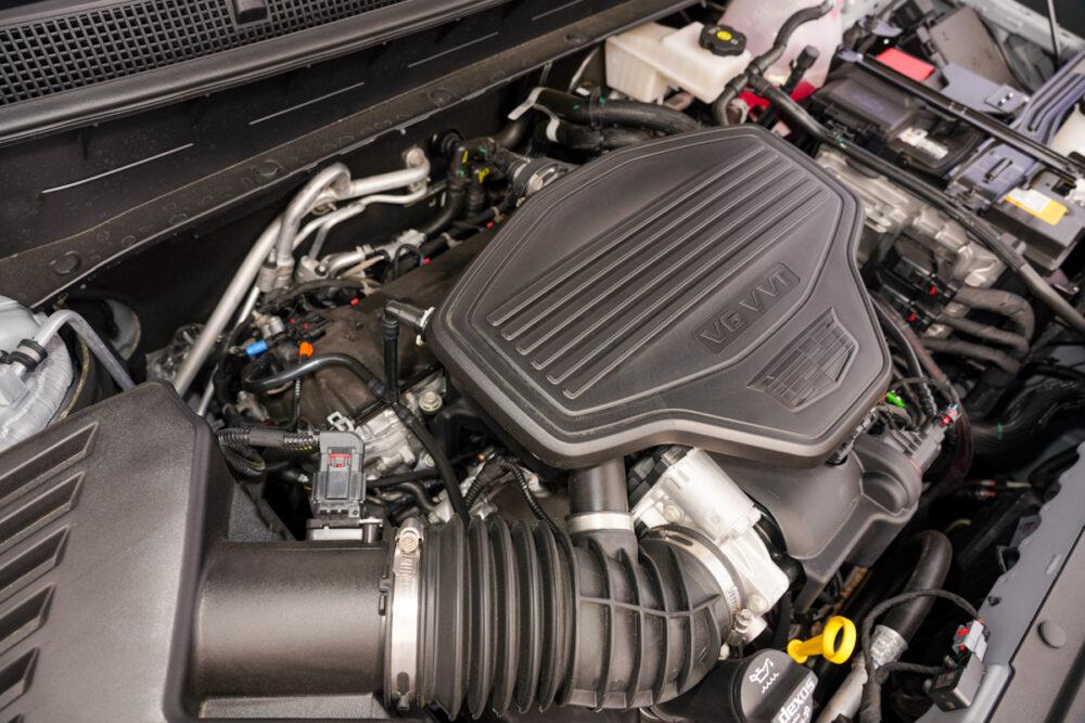 キャデラック XT6 ナイトクルーズ エディション エンジンルーム