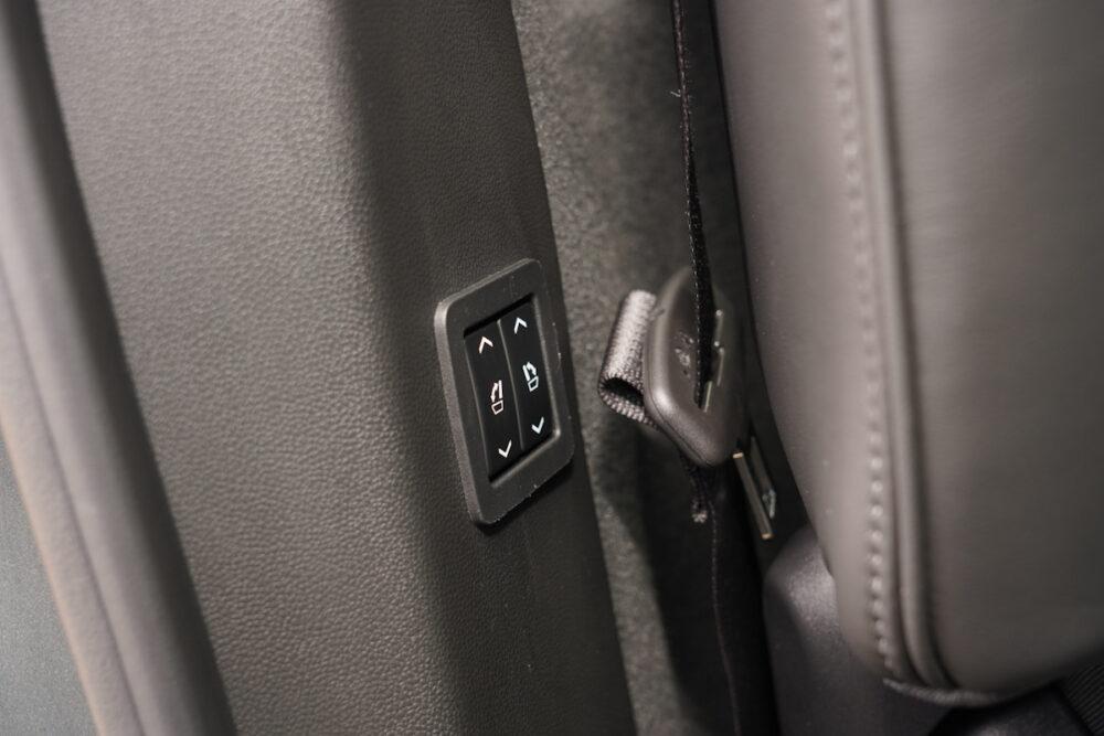キャデラック XT6 ナイトクルーズ エディション シート電動格納操作ボタン