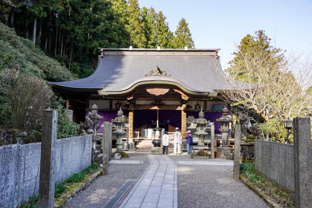 横峰寺の本堂