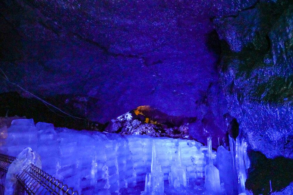 富岳風穴の氷柱