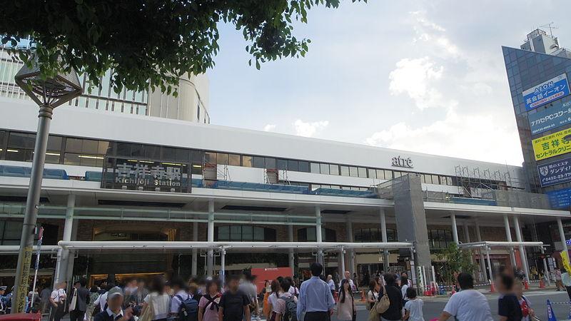 正面から見た吉祥寺駅