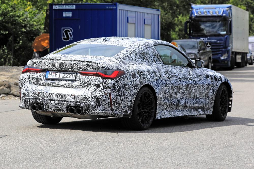 次期新型BMW M4クーペ プロトタイプ スパイショット リア・ボディサイド
