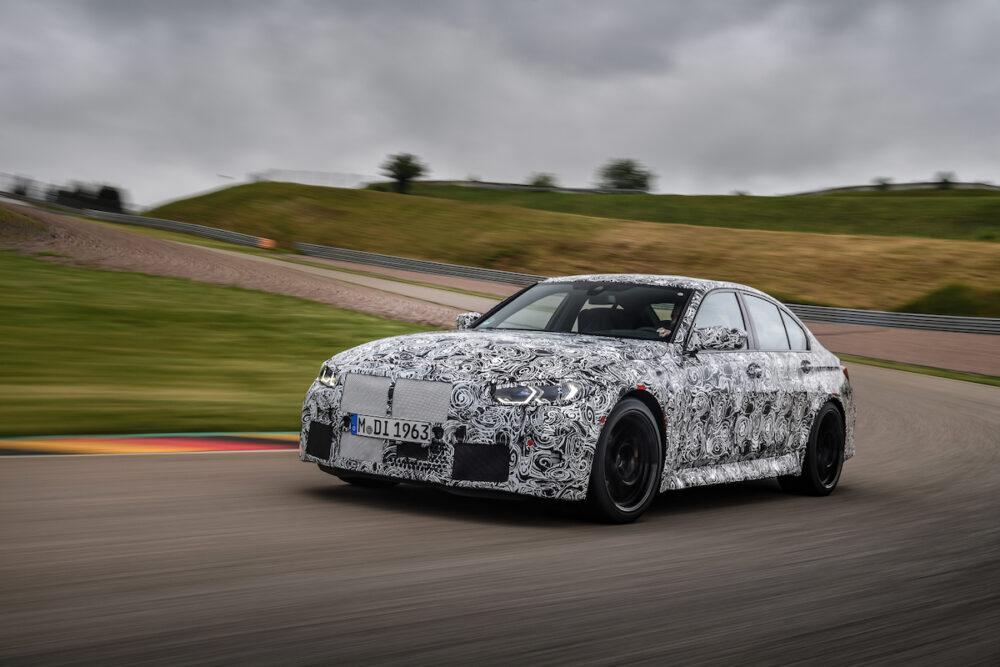 サーキットを走る次期新型 BMW M4セダン 公式リーク
