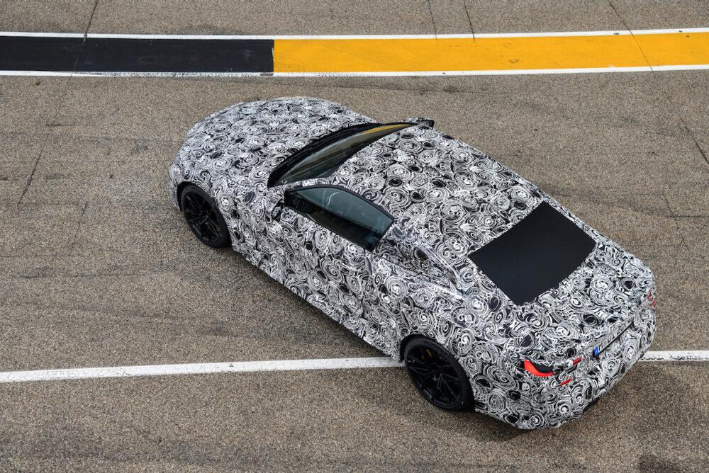次期新型 BMW M4クーペ 公式リーク 後方から俯瞰