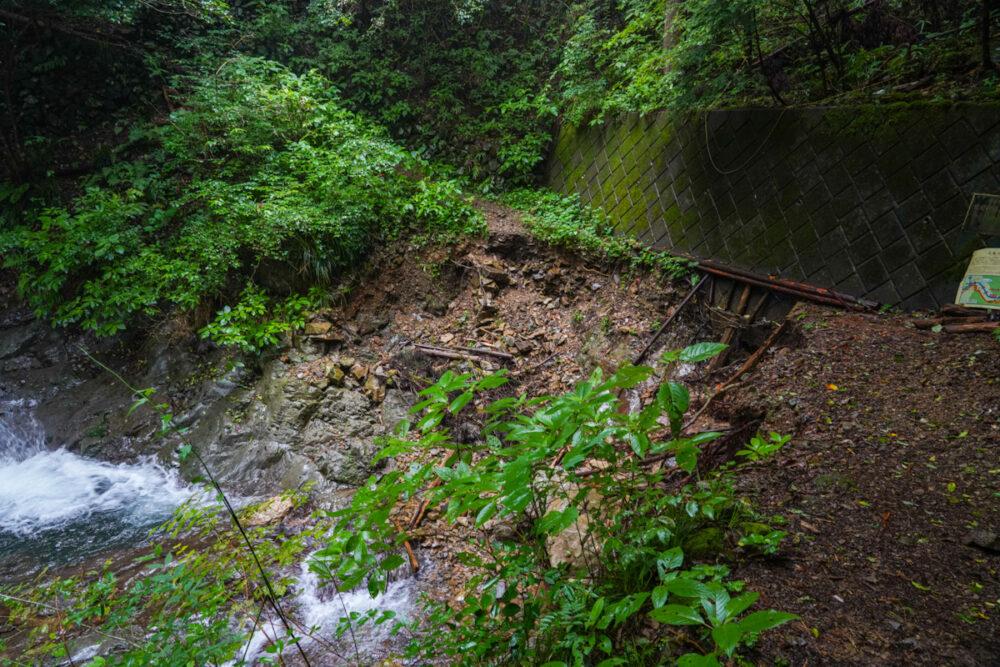 白岩滝・タルクボ沢  遊歩道崩落地点