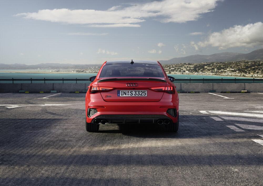 新型アウディ S3 セダン リア