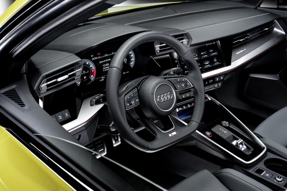 新型アウディ S3 スポーツバック 運転席周り