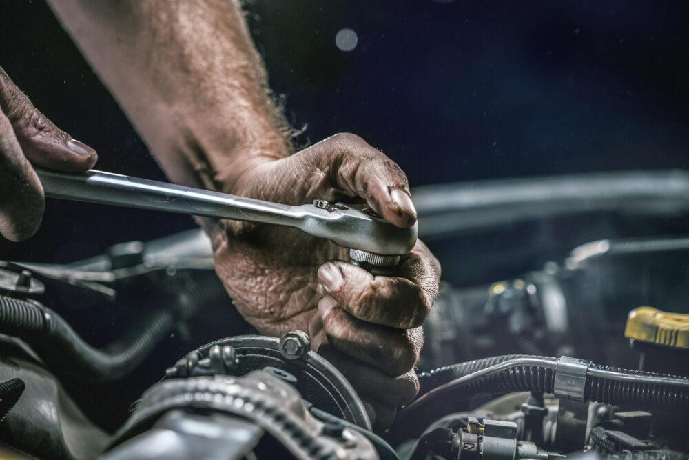 車のエンジンの修理