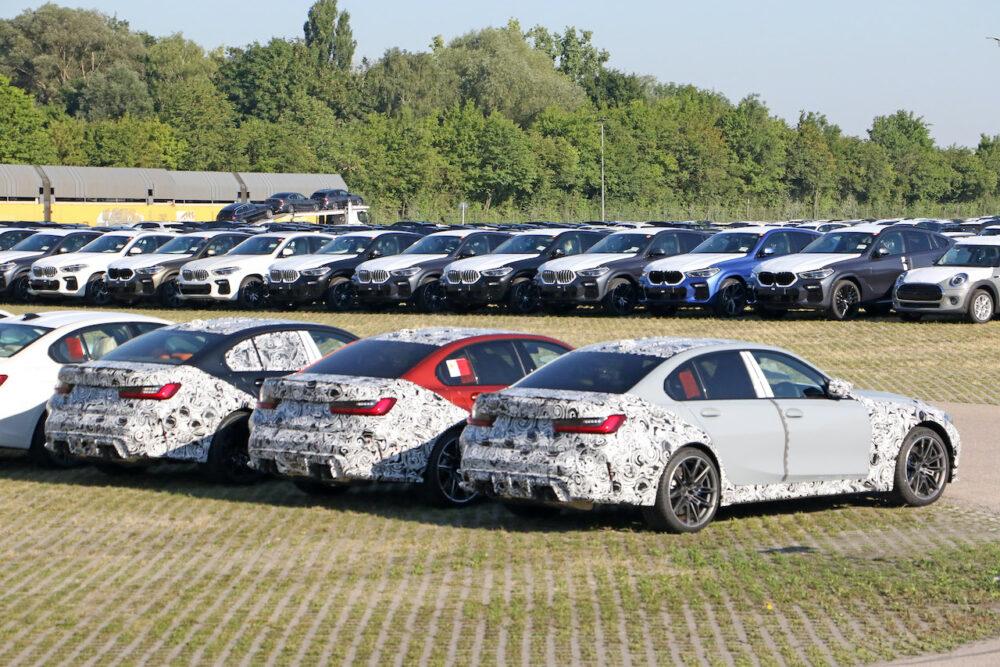 3台並んだ次期新型 BMW M3 プロトタイプ リア