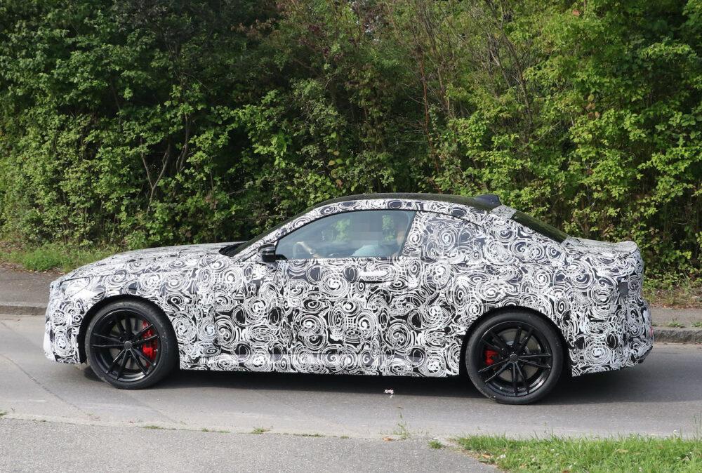 次期新型BMW 2シリーズクーペ プロトタイプ スパイショット ボディサイド