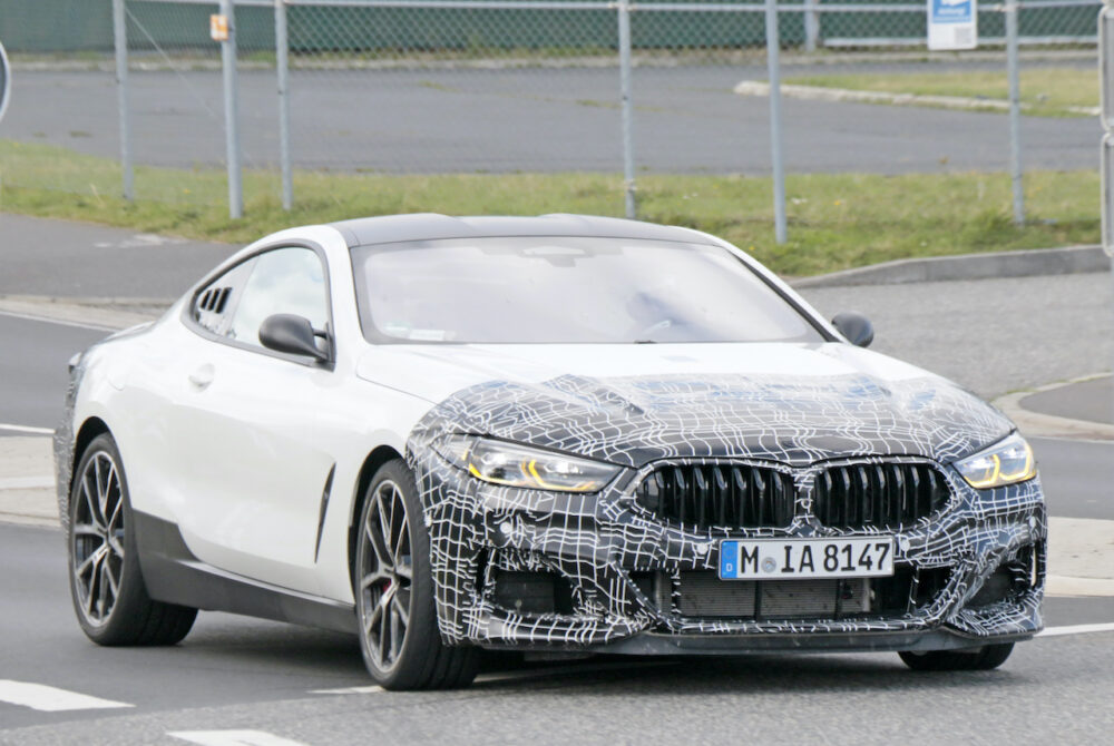 新型BMW 8シリーズベーススーパーカーテスト車両
