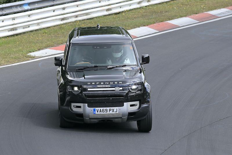新型ランドローバー ディフェンダー V8 プロトタイプ スパイショット フロント