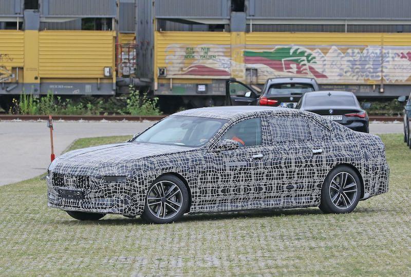新型 BMW i7 プロトタイプ スパイショット フロントサイド