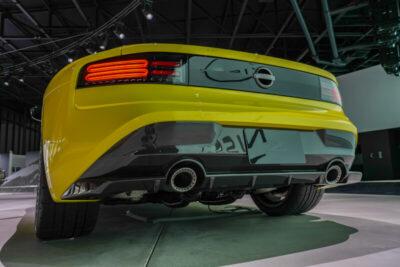 銀座で目撃!新型日産フェアレディZ「400Z」はV6ツインターボ搭載?