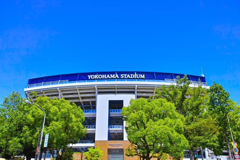 青空と横浜スタジアム