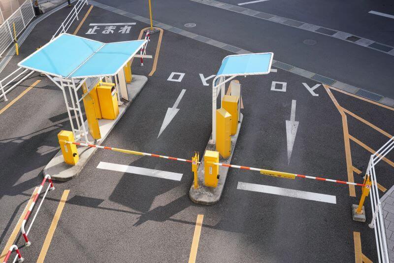 駐車場の出入り口ゲート