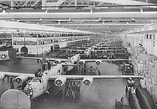 Bー24爆撃機はフォードの自動車工場で大量生産された
