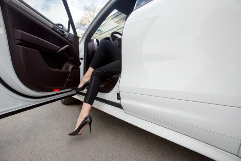 サンダルやハイヒールで車を運転すると違反になる?違反点数と反則金は?
