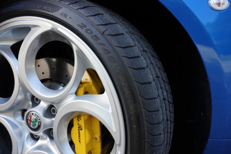 アルファロメオ 4C スパイダー イタリア タイヤ