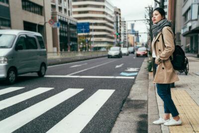 信号機のない横断歩道で一時停止しないと違反に!罰金や注意点を解説