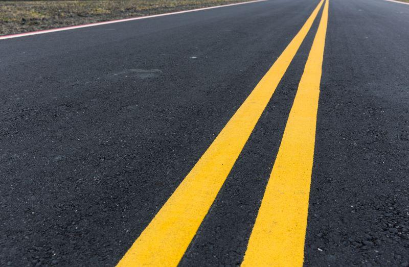 黄色実線2本のセンターライン