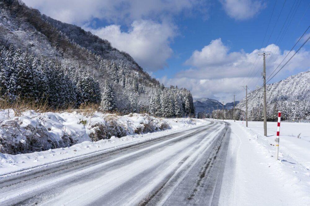 冬場は特に路面の凍結に注意が必要!