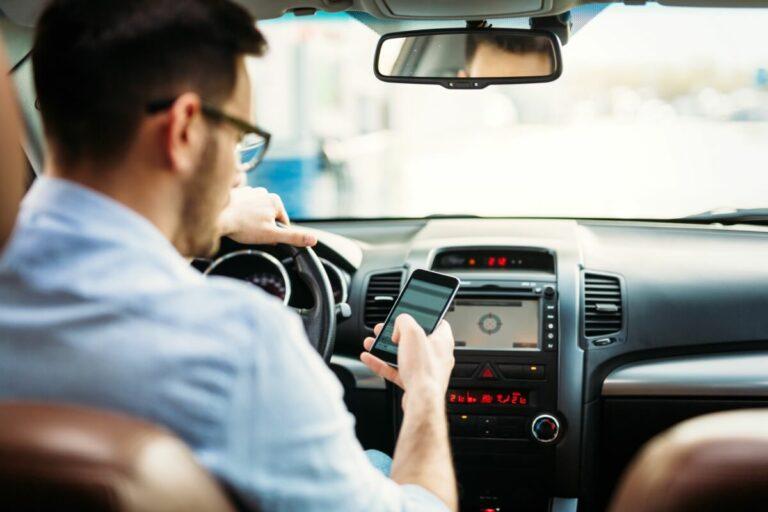 ながら運転はカーナビ操作やハンズフリー、スマホホルダー操作も対象になるの?