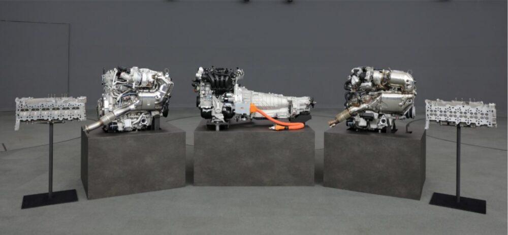 2020年11月に発表された現在開発中の「縦置き6気筒/縦置き4気筒とプラグインハイブリッド」