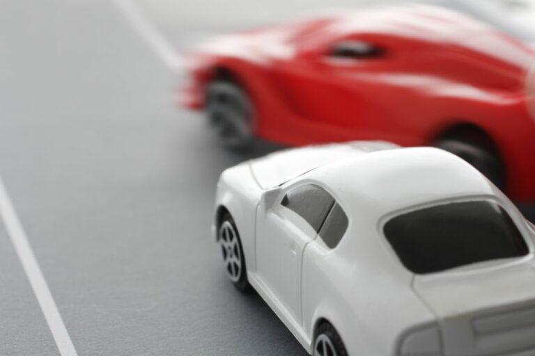 「逆あおり運転」とは?該当する違反や対処法など!損害額3,000万円の事故も
