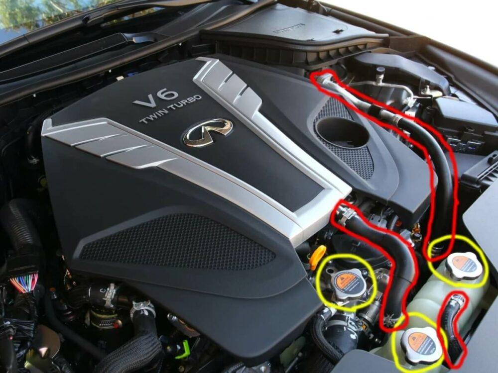 インフィニティ Q60のエンジンルーム