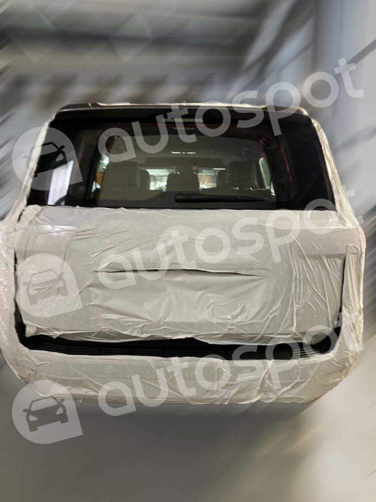 ロシアでリークされたトヨタ 新型ランドクルーザー300系 テールゲート