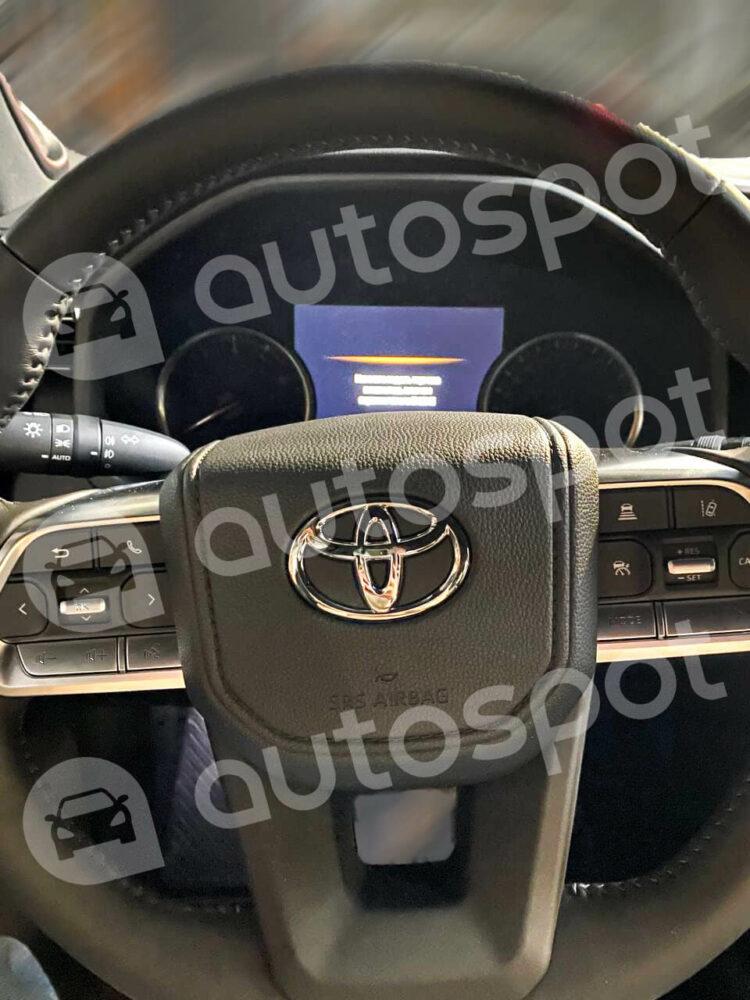 トヨタ 新型ランドクルーザー 300系 ハンドルデザイン