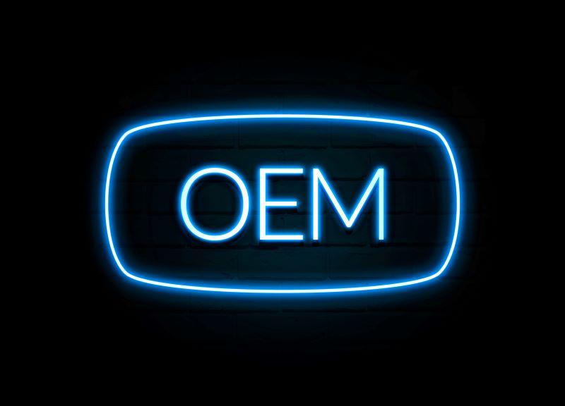 OEMと書かれたネオンサイン