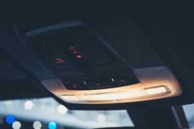 車のルームランプを交換する方法は?LEDランプの注意点と車検に通る条件