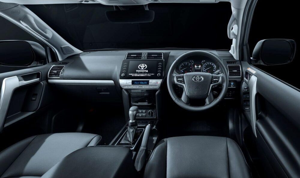 トヨタ 4代目ランドクルーザープラド 運転席