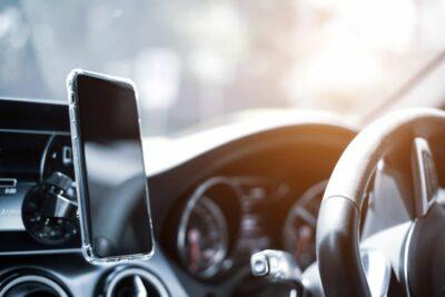 車でスマホの音楽を聴く最適な方法は?BluetoothやUSB、FMトランスミッターなどを比較!