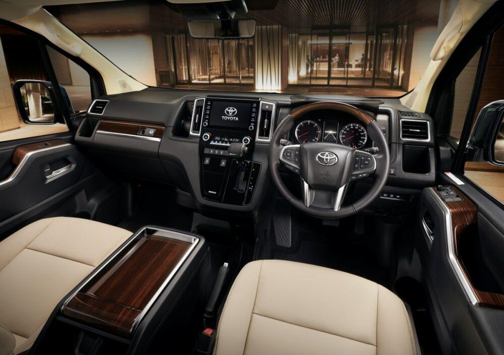 トヨタ グランエース Premium 運転席