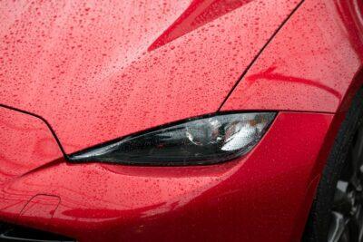 【車の水垢取り】ボディやガラス、白黒コーティング車別の水垢の落とし方