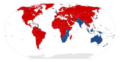 赤色が右側通行、青色が左側通行の国