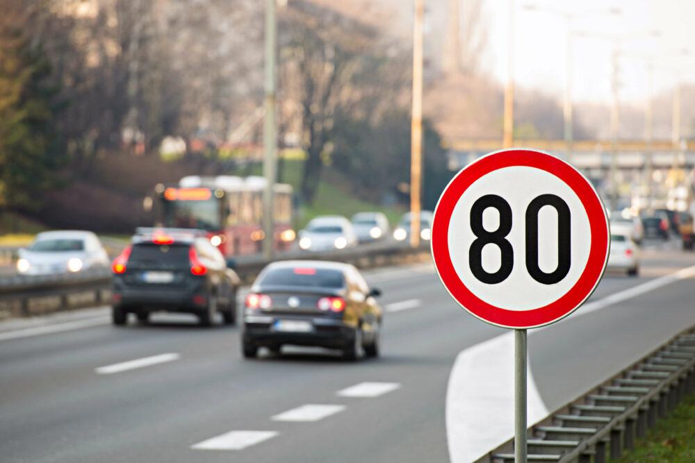高速道路の交通標識