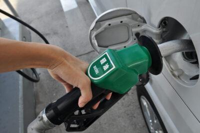 ディーゼルエンジンvsガソリンエンジン徹底比較!燃費や維持費、車両価格の違いは?