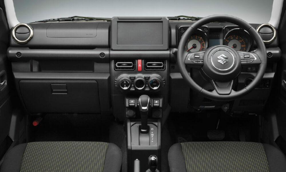 スズキ 4代目ジムニー XG(4AT) 運転席