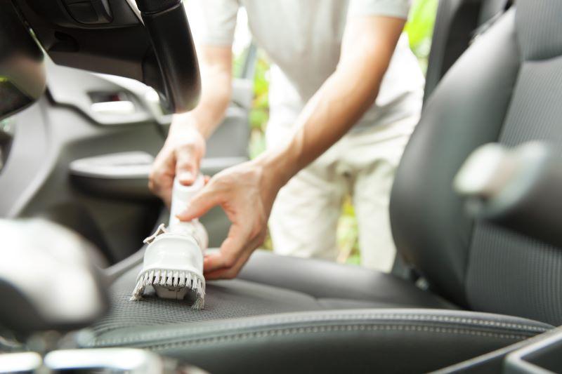 車内を自分で掃除する