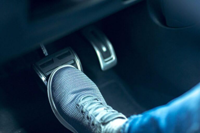車のブレーキから異音が!原因と鳴きを止める方法とは