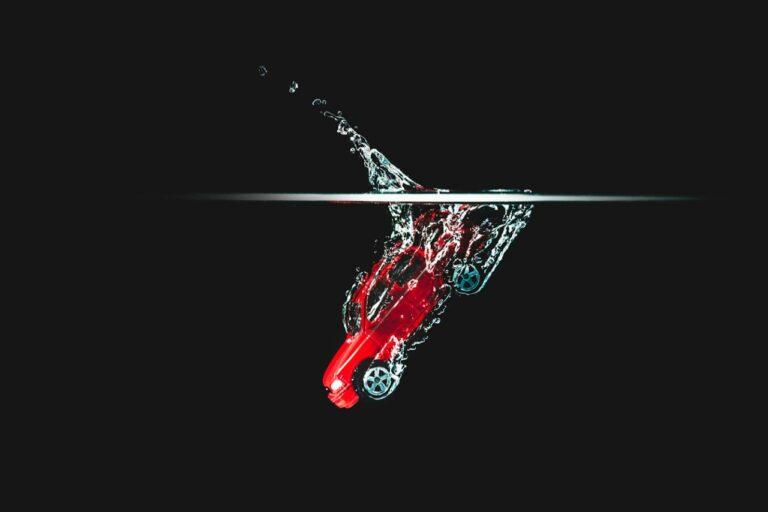 【動画あり】酷い…洗車機で洗車中にリアゲートが開いてしまった結果、悲惨な結末に