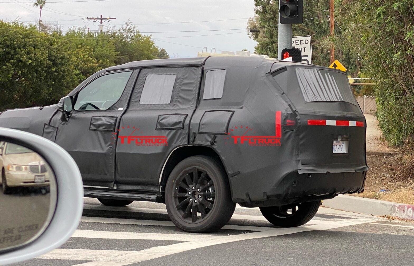 ついにレクサス次期新型LXの開発車両をスクープ!NX似のテールランプ採用か