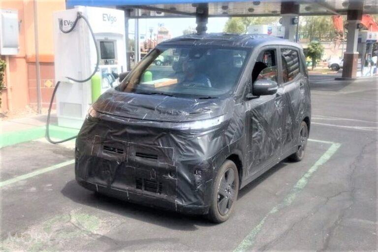 日産の軽EV「SAKURA」のテストカーをアメリカで目撃!「IMk」の姿そのまま
