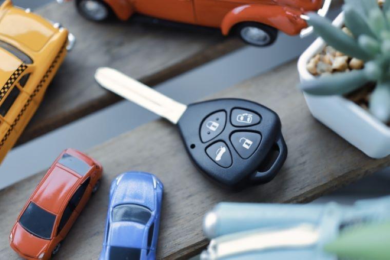車の鍵とおもちゃ
